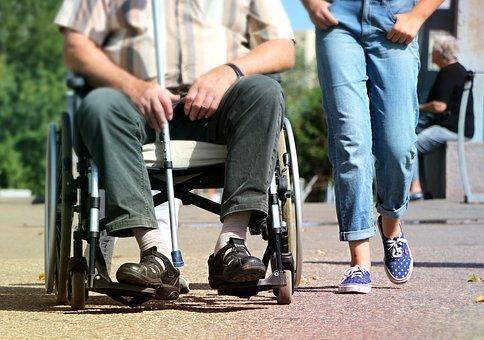 člověk na invalidním vozíku