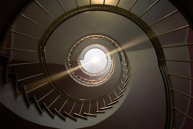 točité schody světlo.jpg
