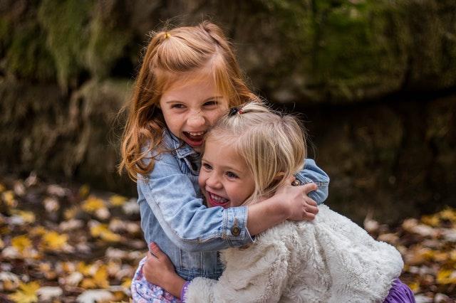 Smějící se holčičky